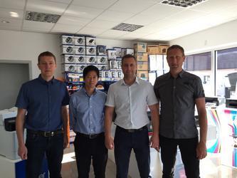 E-Brother - H. Tsuruta navštívil náš showroom - - elektronický obchod s originálními přístroji a servisní středisko BROTHER